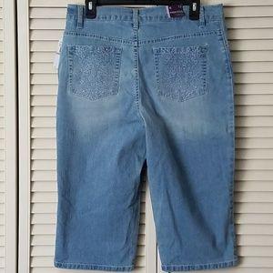 6d70bddc6de84 Gloria Vanderbilt Jeans - NWT Amanda GV Capri Crop Denim Blue Jean Size 12